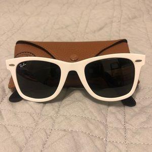 White Classic Ray-ban Sunglasses